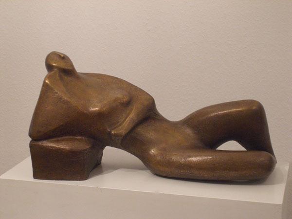 """Bernhard Heiliger (1915-1995), """"Liegende"""", 1948, Bronze, 31 x 62 x 24 cm, Wvz. Wellmann 78, Ex. 6/7; Guss H. Noack Berlin"""